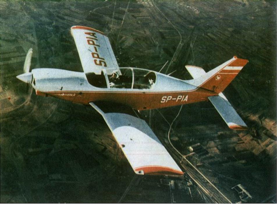 Pierwszy prototyp PZL M-26 Iskierka rejestracja SP-PIA w pierwszym locie. Za sterami pilot Zygmunt Osak. 15.07.1986r. Zdjęcie PZL Mielec