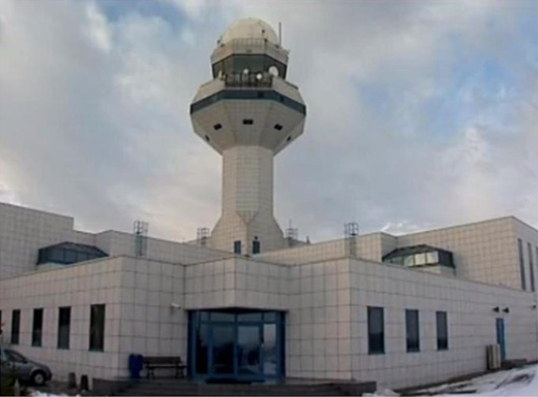 Centrum. Wejście od strony pola wzlotów. 2009 rok. Zdjęcie Agencja Żeglugi Powietrznej