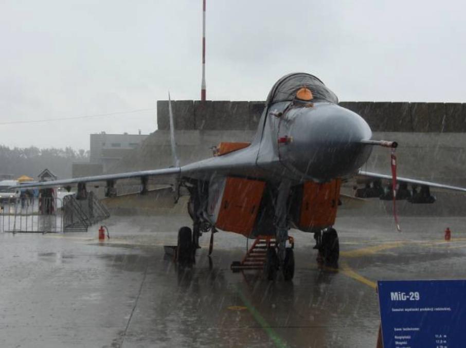 MiG-29 nb 4103 pokazany w Krzesinach w dniu 26.06.2007r.Zdjęcie Karol Placha-Hetman