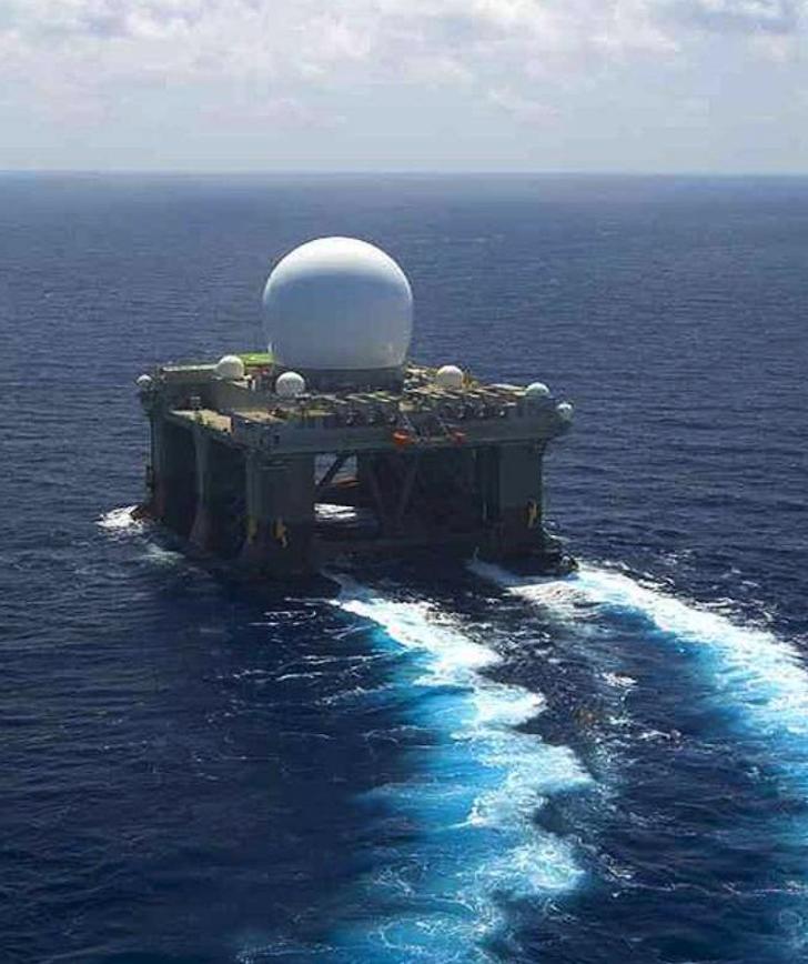 Jedna ze stacji radiolokacyjnych Sea-Based X-Band Radar – SBX. 2005 rok. Zdjęcie LAC