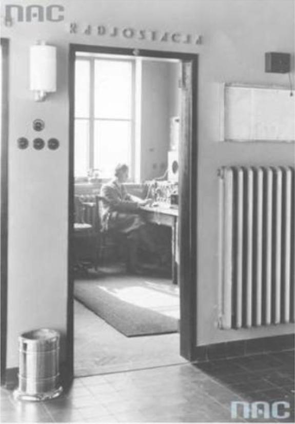 Pokój obsługi radiostacji. 29 kwiecień 1934 rok. Zdjęcie NAC