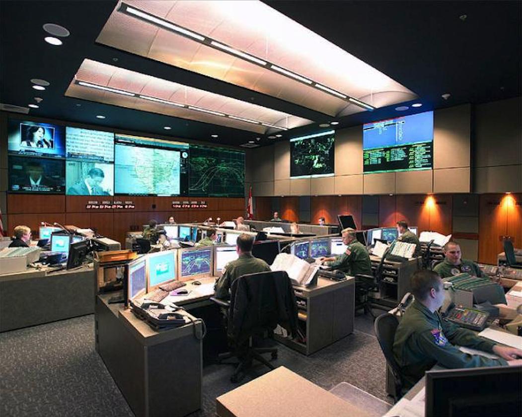 Jedna z sal operacyjnych centrum dowodzenia CMAS Command Center. 2009 rok. Zdjęcie LAC