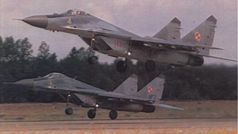 Start MiG-29 (9.12) nr 35070, 35111. 1994 rok. Zdjęcie LAC
