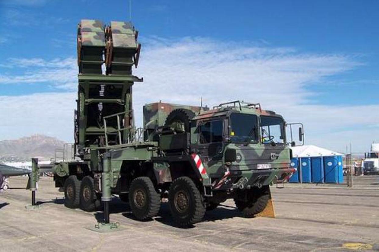Mobilny naziemno-powietrzny system rakietowy Patriot PAC-3. 2002 rok. Zdjęcie LAC