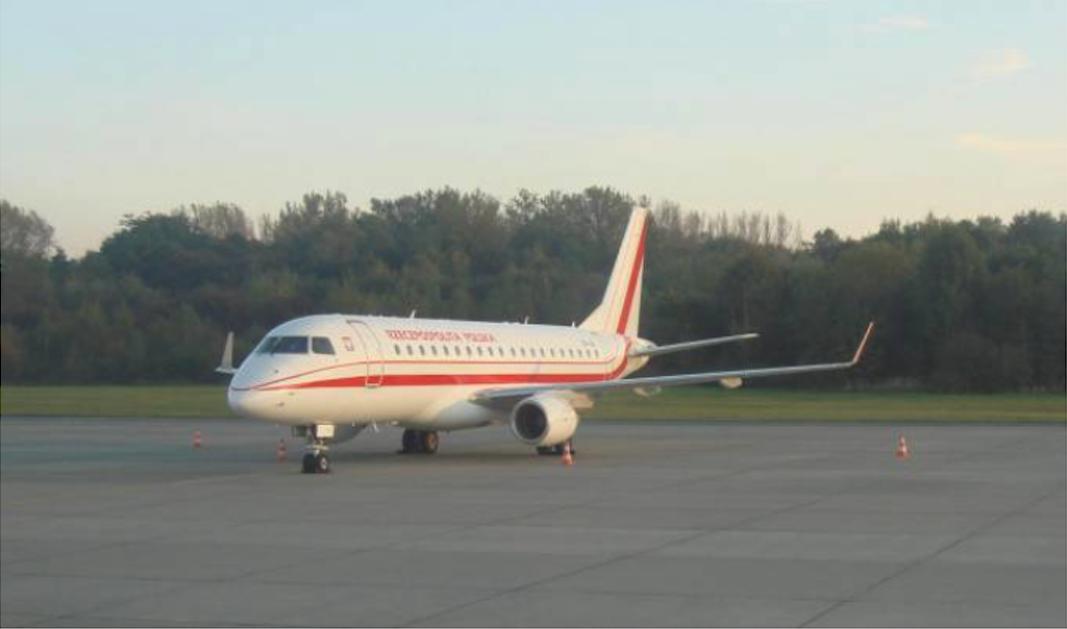 Rządowy Embraer 175 SP-LIG Balice 18.10.2011r. Samolot przywiózł 10 osób.Zdjęcie Karol Placha Hetman