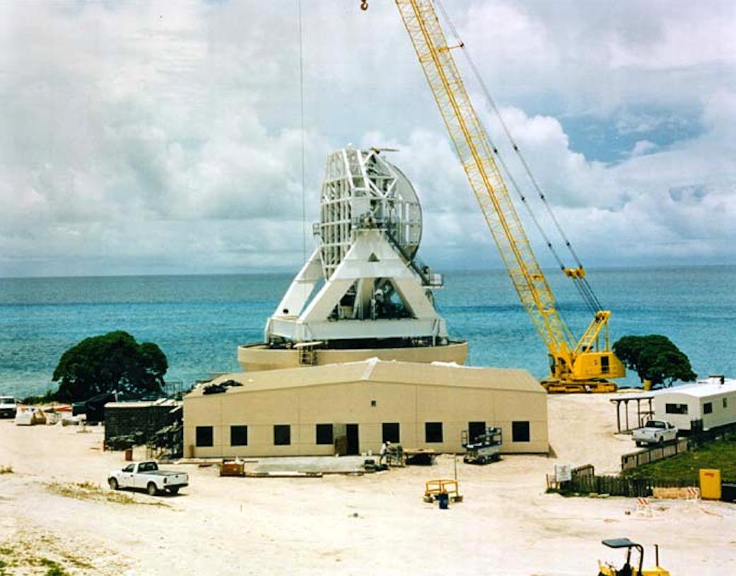 Jedna ze stacji radiolokacyjnych podczas budowy Ground Based Radar – GBR. 2006 rok. Zdjęcie LAC