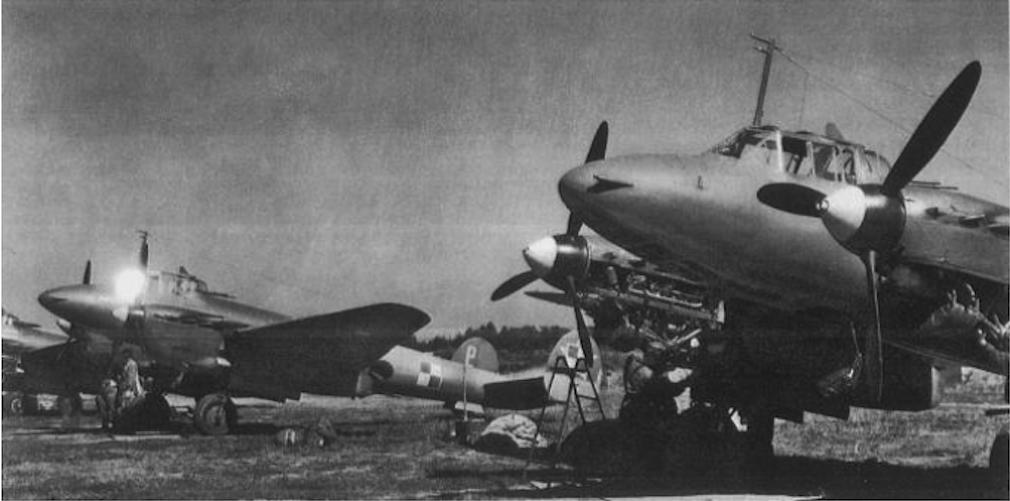 Polskie Pe-2 FT na lotnisku Leźnica Wielka. 1947 rok. Zdjęcie LAC