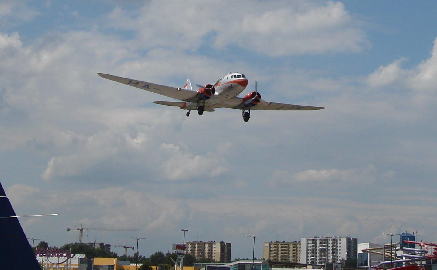 Li-2 rejestracja HA-LIX węgierski nad muzeum-lotniskiem Czyżyny.30 czerwiec 2007 rok. Zdjęcie Karol Placha Hetman