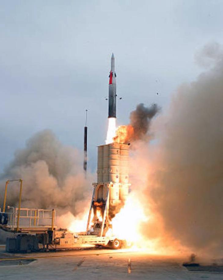 Mobilna wyrzutnia pocisków rakietowych. 2005 rok. Zdjęcie LAC