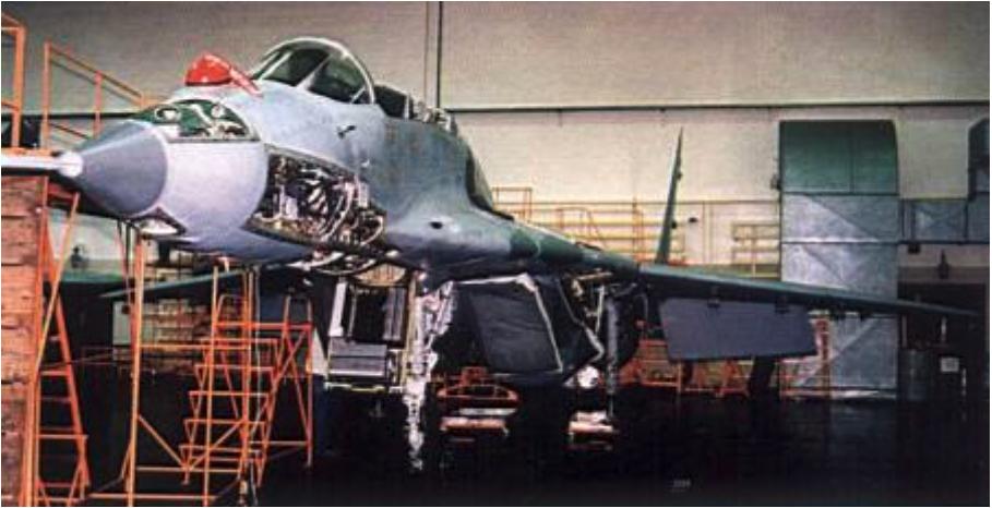 MiG-29 GT podczas remontu w Bydgoszczy. 2004 rok. Zdjęcie WZL