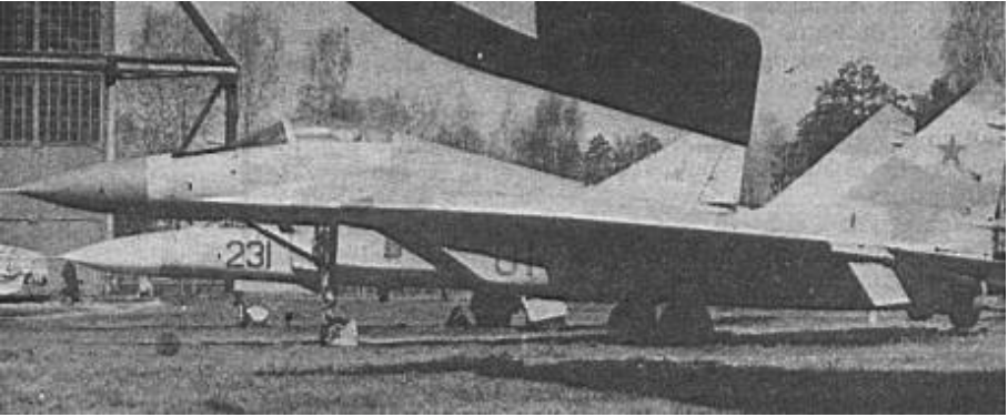 MiG-29 (9.01) Monino. Dalej stoi MiG-23. 1988 rok. Zdjęcie LAC