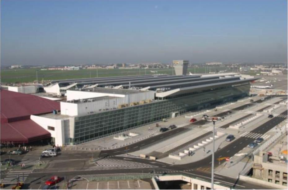 Ogólny widok na Terminal 1 i 2 oraz wieży. Okęcie 2009 rok. Zdjęcie LAC