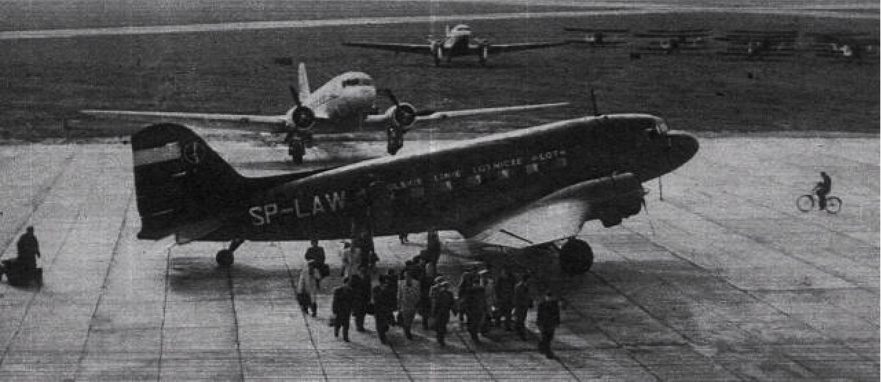 Lisunow Li-2 P rejestracja SP-LAW Okęcie 1952 rok. Zdjęcie LAC