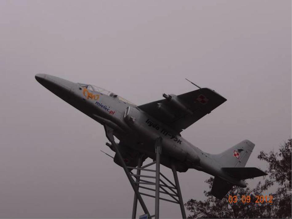 PZL I-22 Iryda, jako eksponat-pomnik przy wjeździe do Mielca. 2012 rok. Zdjęcie Karol Placha Hetman