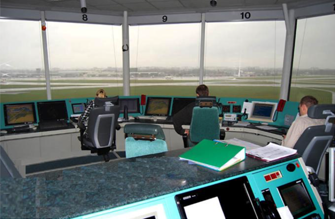 TWR Centrum 2010 rok. Zdjęcie Agencja Żeglugi Powietrznej