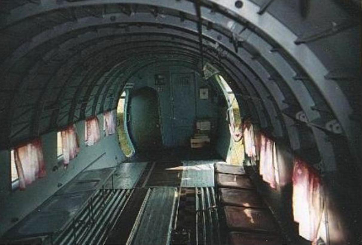 Lisunow Li-2 T kabina ładunkowa. Zdjęcie LAC