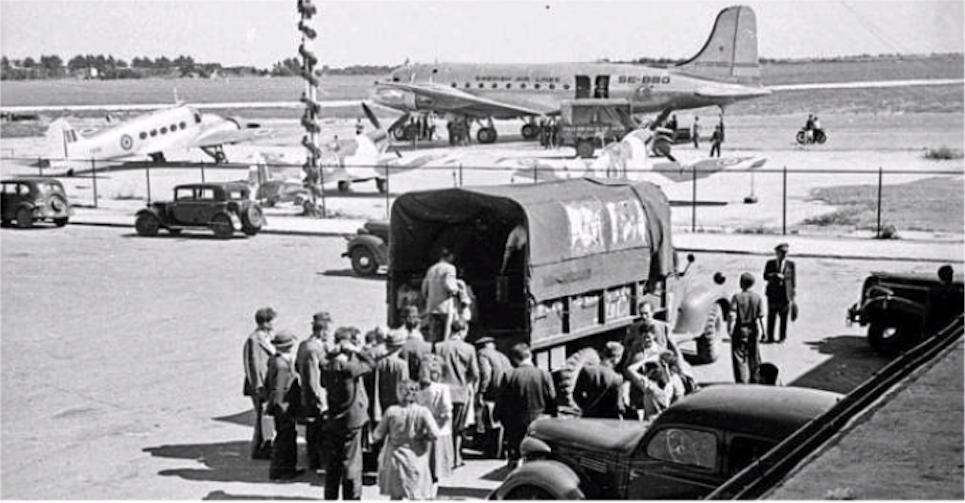 Lotnisko Okęcie. 1946 rok. Zdjęcie LAC