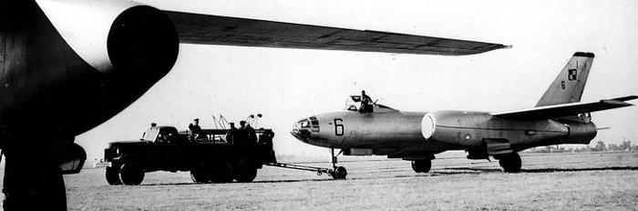 Wyciąganie samolotów Ił-28 biorących udział w lotach