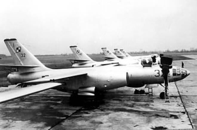 Przygotowania do lotów samolotów Ił-28